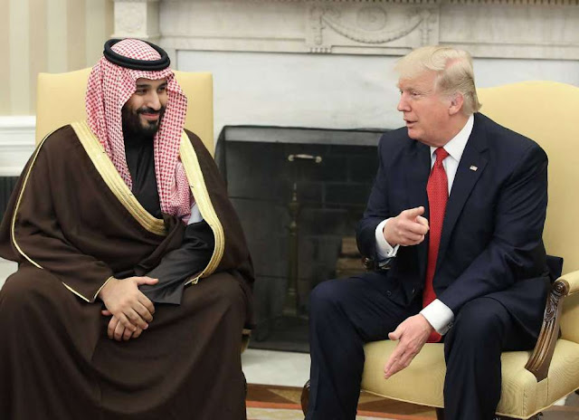 Aqueles com bom senso, a maioria das pessoas que não são partidários do Trump, percebem algumas coisas interessantes sobre a Arábia Saudita e sua relação com Donald Trump.