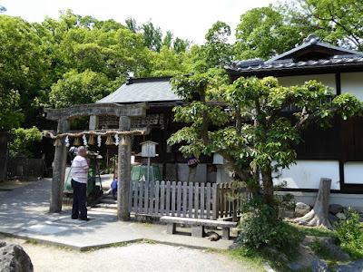 京都御苑 厳島神社 唐破風鳥居と本殿