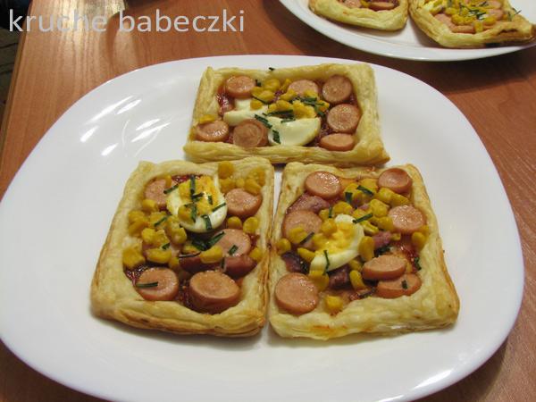 Mini pizze z ciasta francuskiego :)