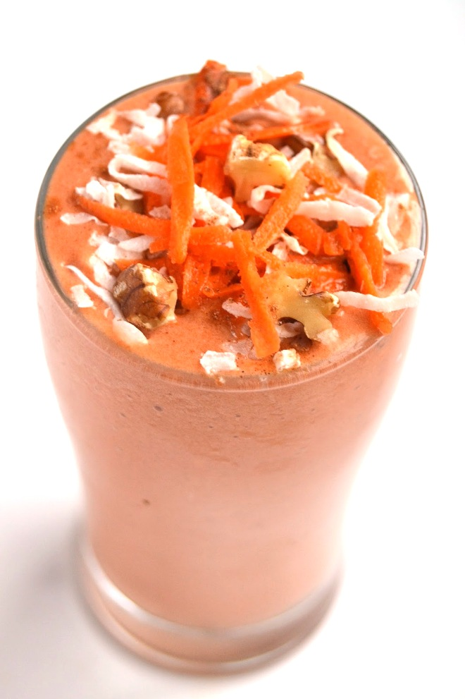 This Carrot Cake Smoothie tastes like your favorite carrot cake dessert but is made healthy with carrots, bananas and Greek yogurt and is topped with walnuts and shredded coconut! www.nutritionistreviews.com