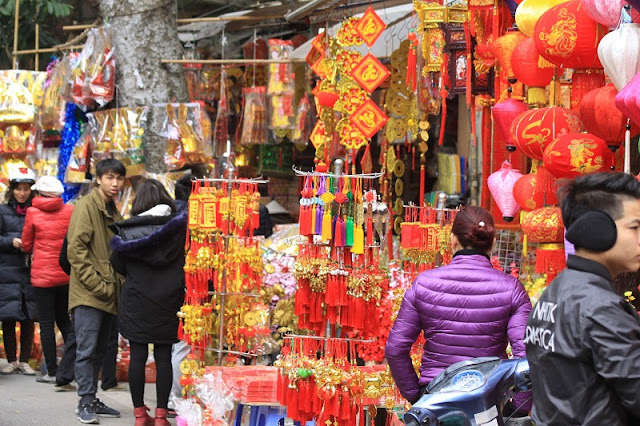 Four famous flower markets in Hanoi bustle in the Lunar New Year 2