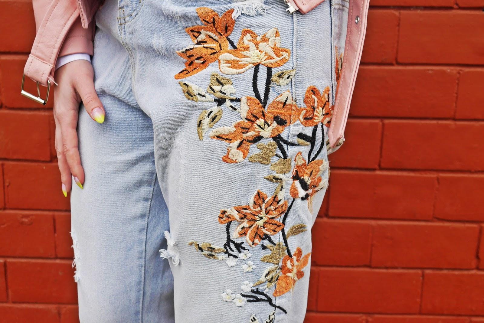 slip on kwiaty różowe renee jeansowe spodnie hafty skórzana ramoneska karyn blog modowy