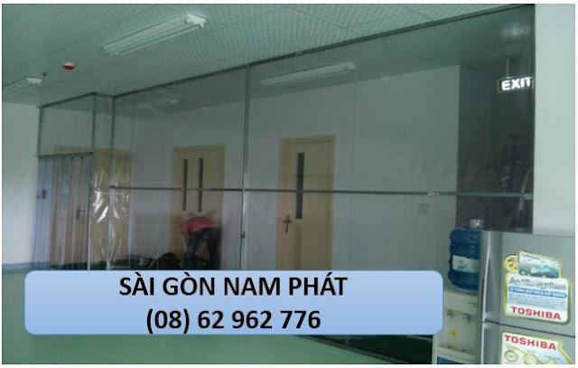 vach-ngan-man-nhua-pvc