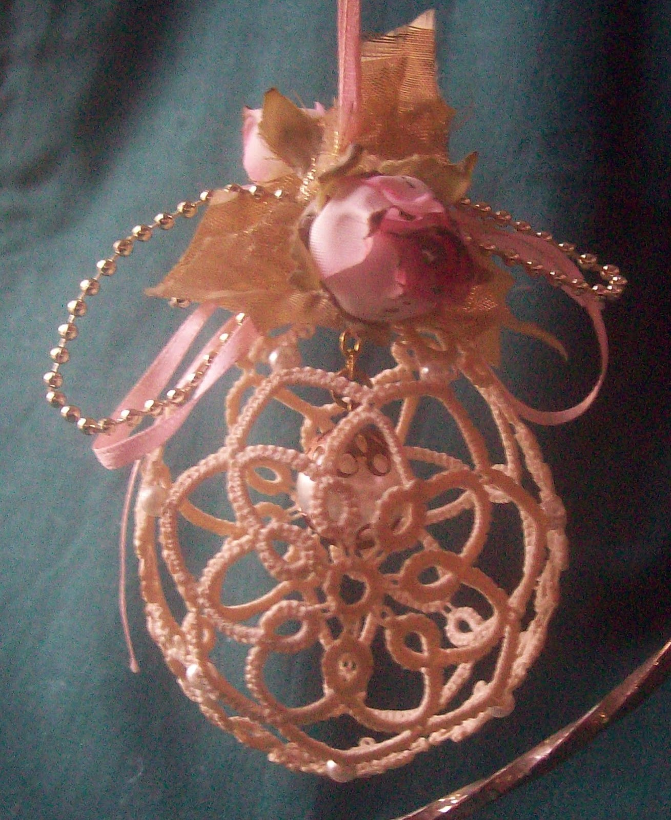 Kathy's Victorian Tatted Lace: 3-D Christmas Ball Ornaments