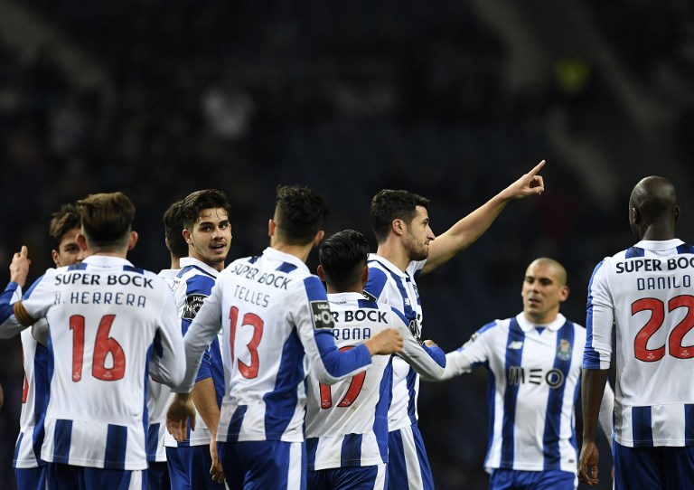 Jogadores do Porto comemoram vitória em casa sobre Moreirense (Foto: FRANCISCO LEONG / AFP)