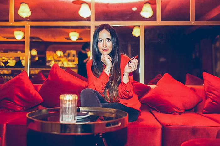 Blogger de belleza con las novedades de productos para primavera Givenchy