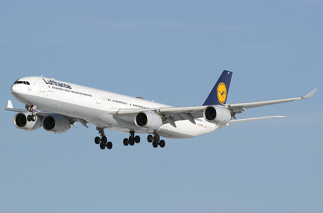 Lufthansa D-AIHY Airbus A340-642