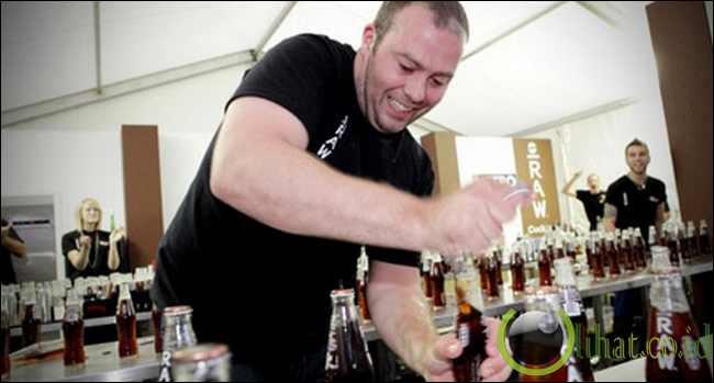 Bar Wizard Adam Dolman, Tercepat Membuka Tutup Botol