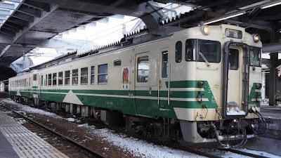 奥羽本線秋田駅停車中のJR東日本キハ40系