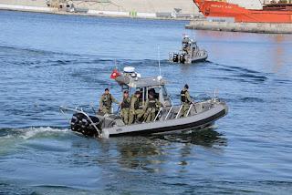 جيش البحر ينتشل جثة كانت تطفو على سطح البحر