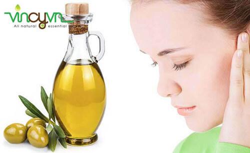 tẩy trang bằng dầu oliu