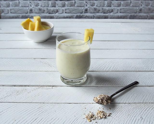 Fit koktajl z otrębami i ananasem - źródło błonnika i wapnia