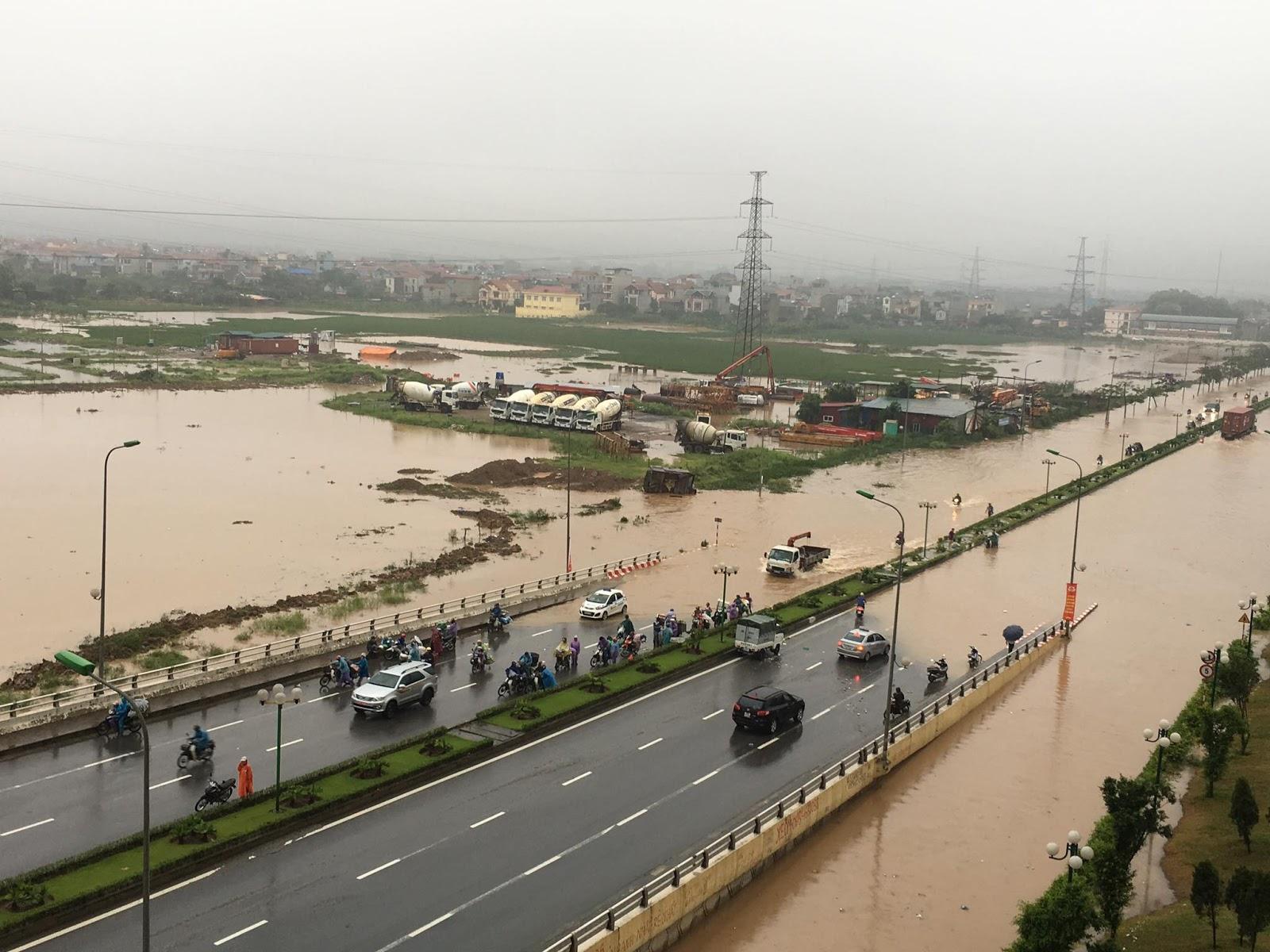 Nhiều khu đô thị tại Hà Nội bị ngập nặng, nguyên nhân do đâu?