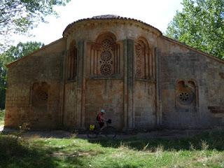 Ábside. Iglesia románica de Sta. Coloma. Albendiego