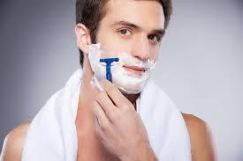 Ketika Bercukur Bisa Sebabkan Munculnya Jerawat di Bibir