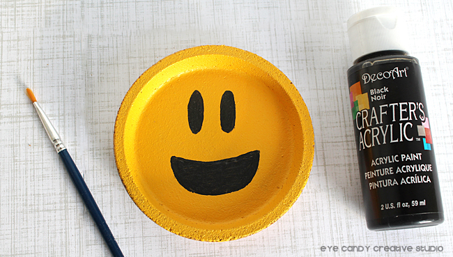 painting emoji faces, emji craft ideas, emoji party, DecoArt paint