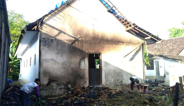 Kebakaran rumah di Desa Yosowilangun Kidul