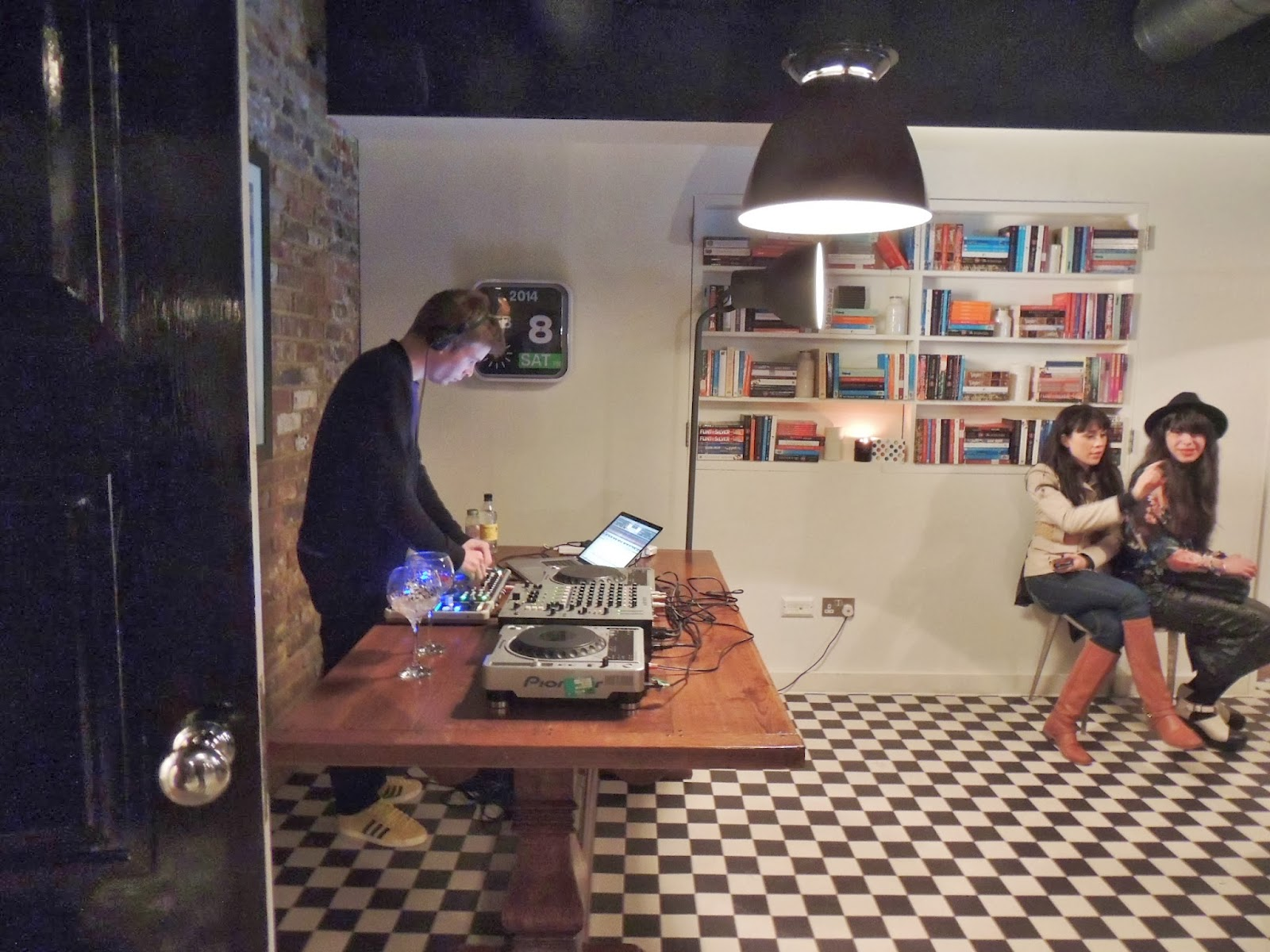 Hoxton DJ in hotel