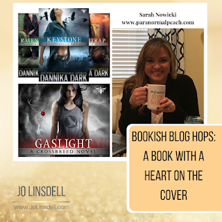 Bookish Blog Hops: A Book With A Heart On The Cover  @ParaPeach
