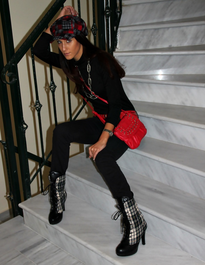 black turtleneck black skinny jeans plaid cap plaid booties red details