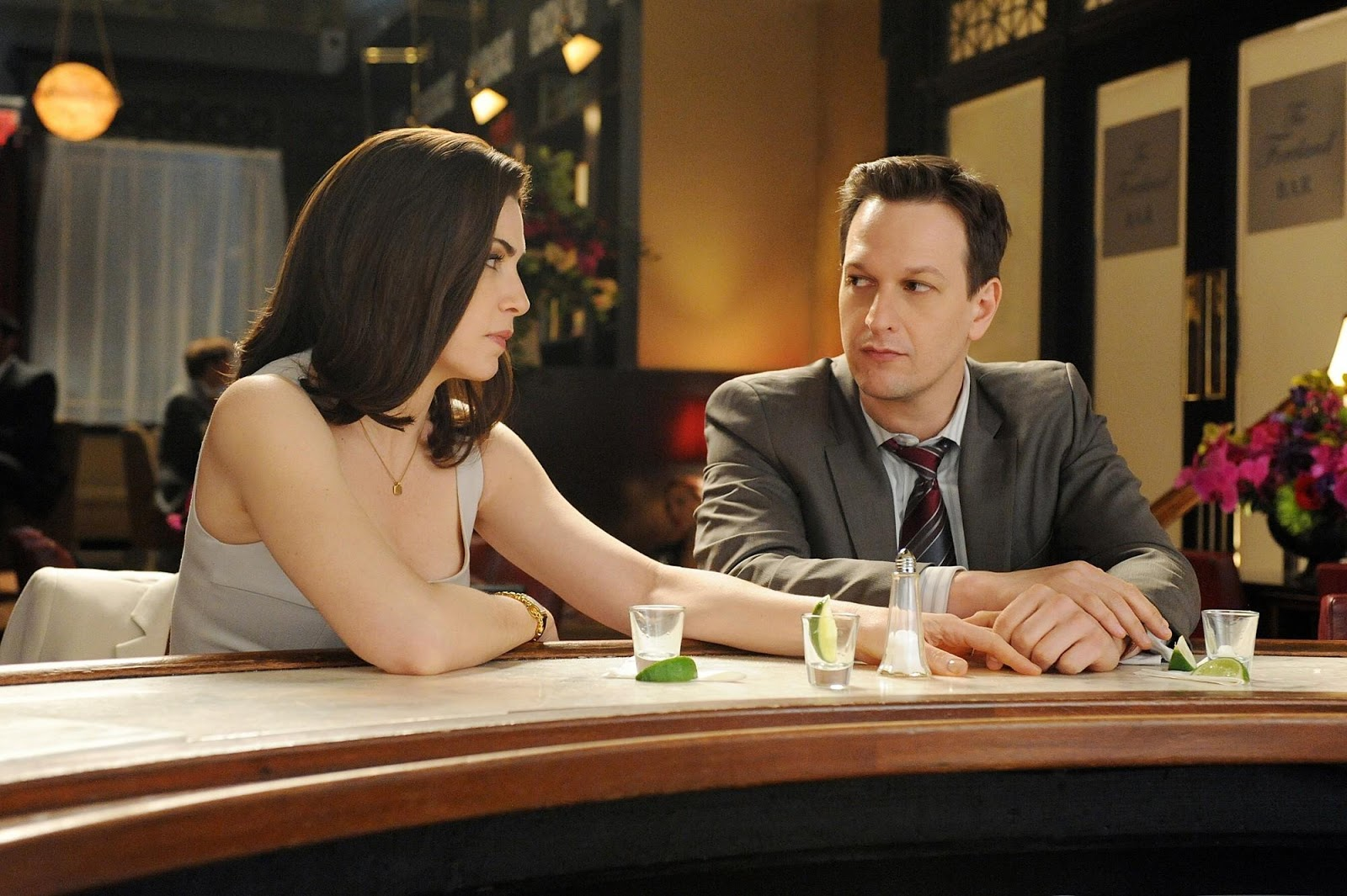 Julianna Margulies y Josh Charles en The Good Wife