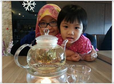 http://www.khairunnisahamdan.com/2014/12/french-rose-tea-teh-ros.html