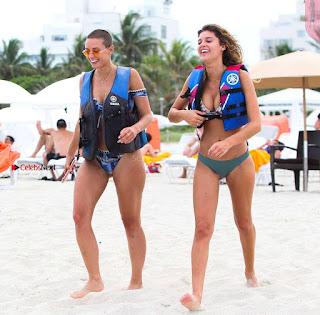 YesJulz-in-Bikini-608+%7E+SexyCelebs.in+Exclusive.jpg