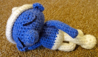 http://translate.google.es/translate?hl=es&sl=auto&tl=es&u=http%3A%2F%2Fmycloudyland.blogspot.com.es%2F2011%2F07%2Famigurumi-lazy-smurf-crochet-pattern.html