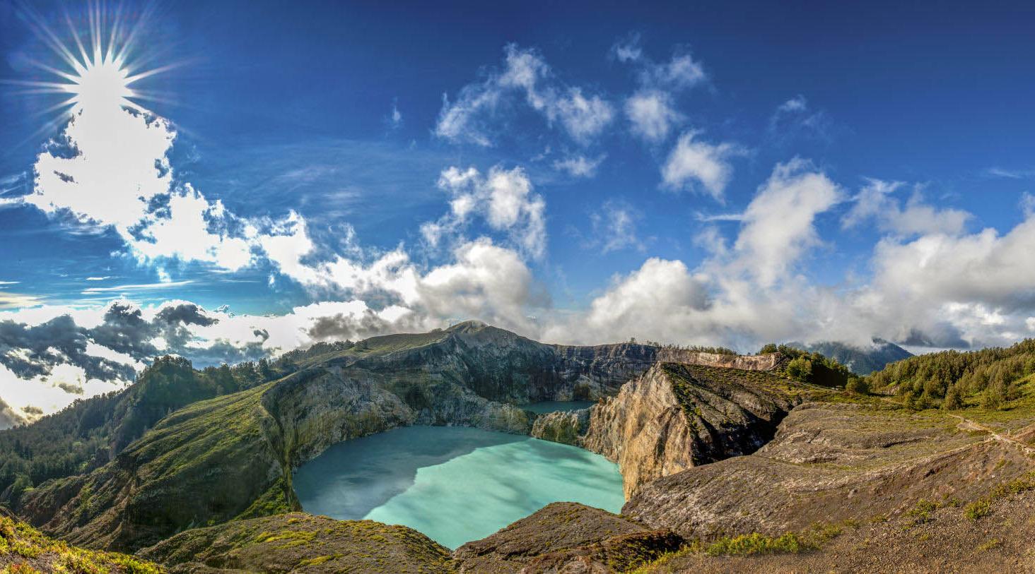 wisata indonesia yg mendunia danu unik tiga warna