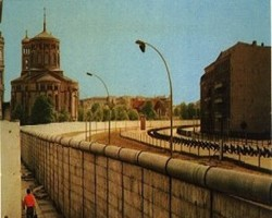 Берлинската стена