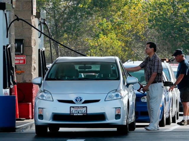 Postos de gasolina na Califórnia e EUA