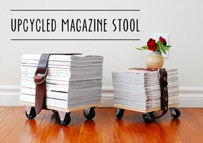 Gunakan sabuk kulit untuk mengikat setumpuk buku, kemudian pajang di samping kursi.