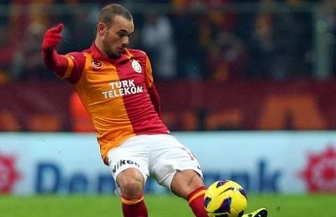 Sneijder có những quan điểm riêng về lời mời của MU