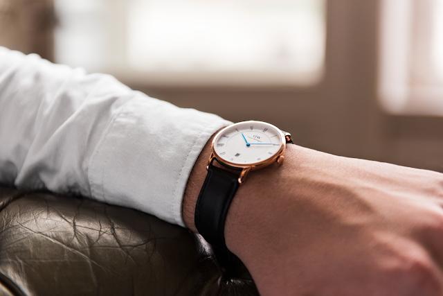 Đồng hồ Daniel Wellington Dapper với kích thước 38mm phù hợp với hầu hết cổ tay nam giới