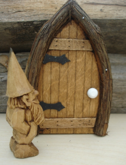 Quilting And Carving Gnome Door Tutorial