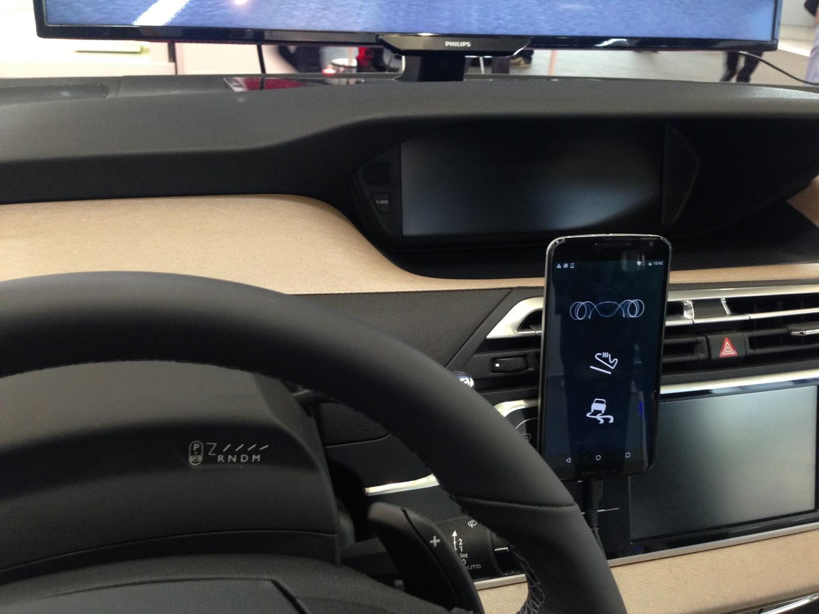 voiture du futur car safety apps le mariage du smartphone et des capteurs du v hicule selon psa. Black Bedroom Furniture Sets. Home Design Ideas