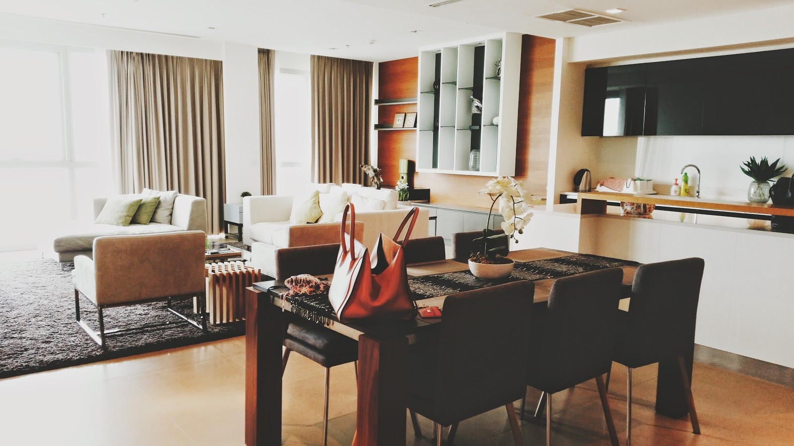 How Much Would The Friends Apartment Cost Saraaahsays Bangkok 2014 Who Cares About The Curfew