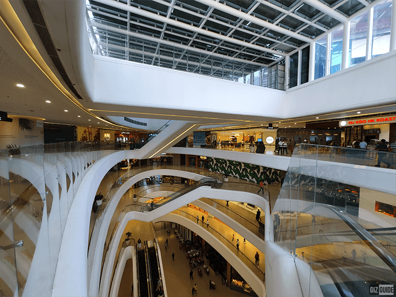 Samsung Galaxy S10+ ultra wide indoors