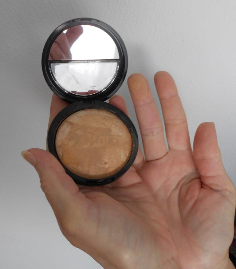swatched Baked-N-Balance Light Foundation