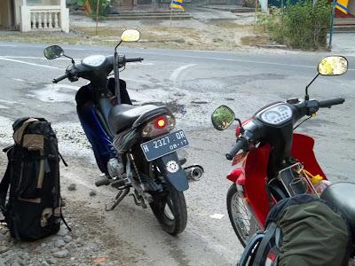 perjalanan naik motor ke rinjani