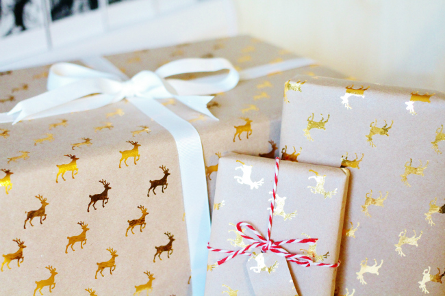 Cute Christmas Wrapping Paper decorating idea twine ribbon