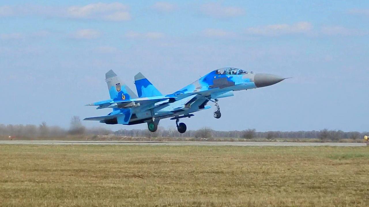 Ukrainian Military Pages - 831-у бригаду тактичної авіації ПвК «Центр» відвідали європейські журналісти
