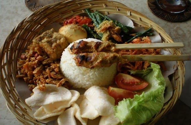 Resep Nasi Campur Bali, Sajian Pulau Dewata yang Melegenda