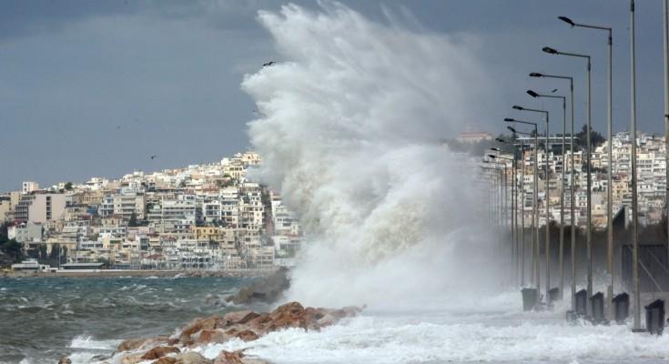 Καιρός: Βήμα – βήμα η πορεία του κυκλώνα – Άνεμοι 130 χιλιομέτρων μαζί με καταιγίδες