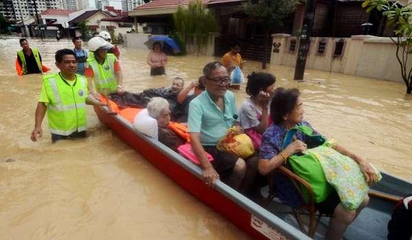 BN: Beri mangsa banjir RM2,000, tanpa perlu isi borang Parti PH