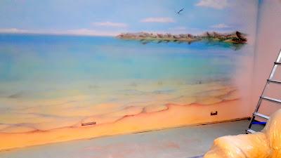 Malowanie plaży i morza na ścianie w pokoju młodzieżowym, graffiti wykonane w pokoju młodzieżowym, mural 3D