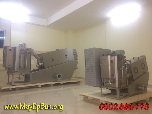 Máy ép bùn trục vít nhập khẩu bởi công ty Vĩnh Phát