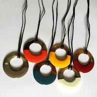 Collier anneau corne et laque