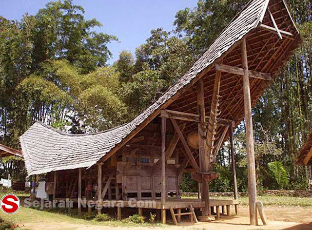 Foto Rumah adat Sulawesi Barat