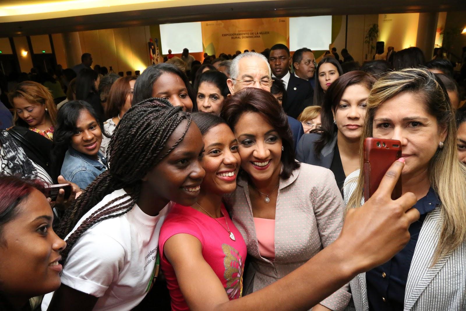 Cándida Montilla de Medina exhorta a la mujer dominicana continuar luchando por la igualdad social